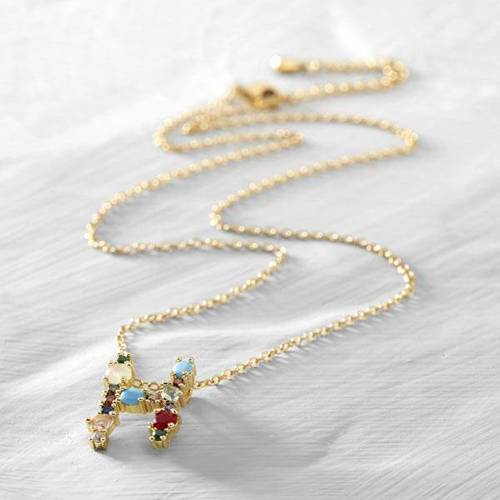 Hannah, Helen. Short necklace with the letter H